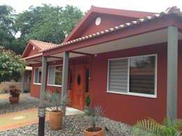 Casas de estilo moderno por ARQUITECTOnico