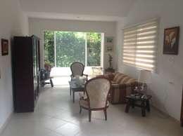 Casa Patricia R. - sala: Salas de estilo moderno por ARQUITECTOnico