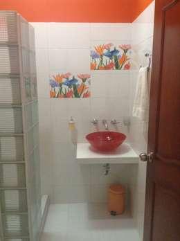 Casa Patricia R. - baño: Baños de estilo moderno por ARQUITECTOnico