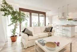 Salas de estilo mediterraneo por Perfect Space