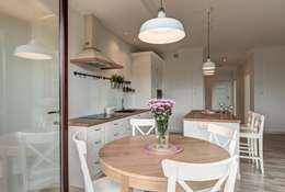 Perfect Space: akdeniz tarzı tarz Yemek Odası