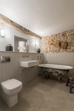 Miner's Cottage II: Master Bathroom: rustic Bathroom by design storey