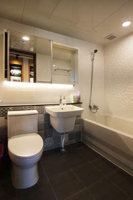 minimalistic Bathroom by 로이하우스