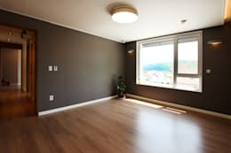 minimalistic Bedroom by 로이하우스