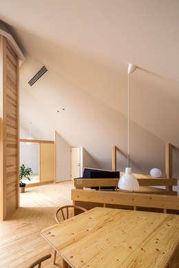 宇都宮・屋根の家: 中山大輔建築設計事務所/Nakayama Architectsが手掛けたダイニングです。