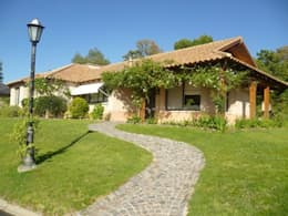 Casas de estilo rural por Arquitecto De Angelis