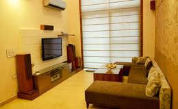 Mehra Residence: modern Living room by StudioEzube