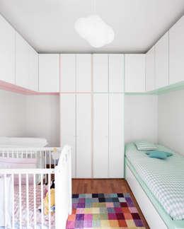 Recámaras infantiles de estilo moderno por Estúdio AMATAM