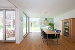 Salle à manger de style de style Moderne par KitzlingerHaus GmbH & Co. KG