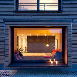 Salon de style de style Moderne par KitzlingerHaus GmbH & Co. KG