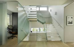 Light-filled stairs & home office:  Corridor & hallway by ZeroEnergy Design