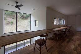 北鎌倉の家: 桑原茂建築設計事務所 / Shigeru Kuwahara Architectsが手掛けた子供部屋です。