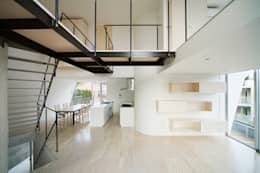 minimalistic Living room by 桑原茂建築設計事務所 / Shigeru Kuwahara Architects