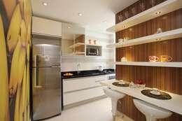 Cocinas de estilo moderno por Pricila Dalzochio Arquitetura e Interiores