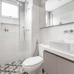 Ванные комнаты в . Автор – Alma em Design