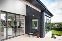Contemporary replacement dwelling and redevelopment of the large private town centre garden: modern Houses by Des Ewing Residential Architects