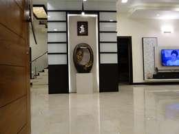 Entrance wall:  Corridor & hallway by Hasta architects