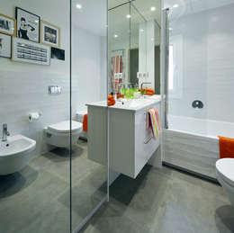Baños de estilo moderno por Molins Interiors