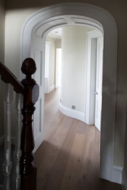 Restoration and extension of Grade 2 Listed country house:  Corridor & hallway by Des Ewing Residential Architects