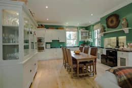 classic Kitchen by Des Ewing Residential Architects