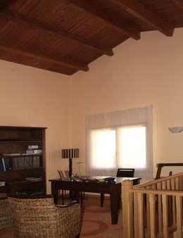 Oficinas de estilo mediterraneo por RIBA MASSANELL S.L.
