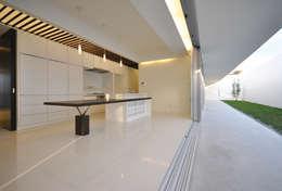 moderne Eetkamer door 門一級建築士事務所