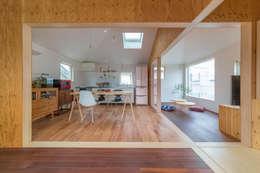 北烏山の住宅: 水石浩太建築設計室/ MIZUISHI Architect Atelierが手掛けたダイニングです。