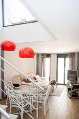Projekty,  Sypialnia zaprojektowane przez Ismael Belles Interiorismo