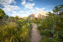 country Garden by Planta Paisajistas