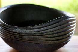 流線紋の手洗い鉢: 陶房 山本真郎が手掛けた洗面所&風呂&トイレです。