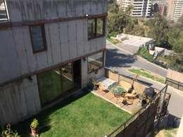 Pequeño jardín con terraza mirador: Jardines de estilo minimalista por Arquiespacios