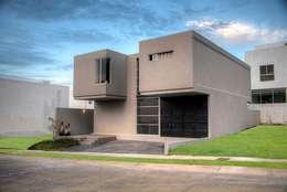 : Casas de estilo industrial por Con Contenedores S.A. de C.V.
