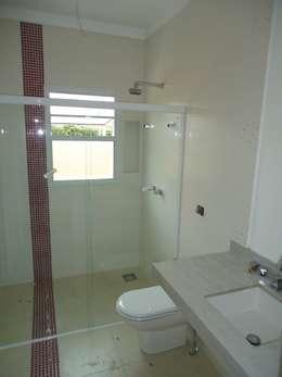 modern Bathroom by canatelli arquitetura e design