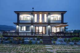 Projekty, nowoczesne Domy zaprojektowane przez 윤성하우징