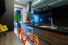 UM LAR PARA CHAMAR DE SEU! - S | Y: Cozinhas modernas por TOLENTINO ARQUITETURA E INTERIORES