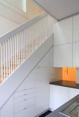 new stairs - connection between the two floors and kitchen furniture at the same time: modern Kitchen by brandt+simon architekten