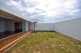 modern Garden by 門一級建築士事務所