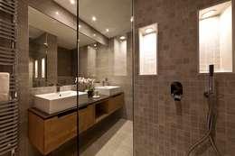 Ванная комната в . Автор – David Village Lighting