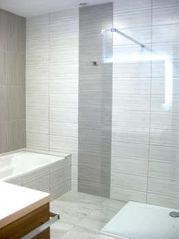 salle de bains, coin baignoire: Salle de bain de style de style Classique par B.Inside