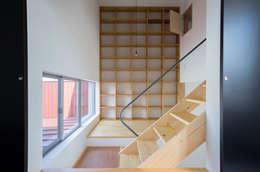 Projekty,  Domowe biuro i gabinet zaprojektowane przez Smart Running一級建築士事務所