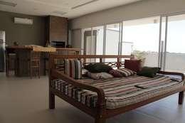 Salas de estilo rústico por canatelli arquitetura e design