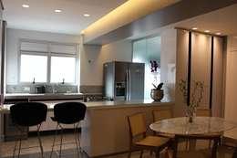 Cucina in stile in stile Moderno di Ocapi Arquitetura