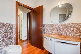 Cavour | modern style: Bagno in stile in stile Moderno di EF_Archidesign