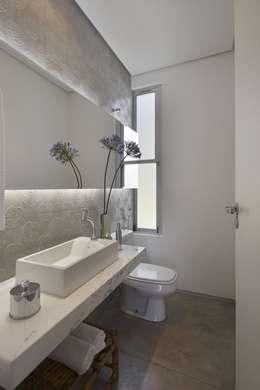Baños de estilo  por David Guerra Arquitetura e Interiores