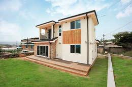 Casas de estilo clásico por 지성하우징