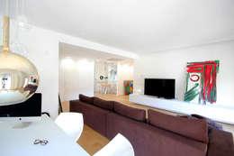 Salas de estilo minimalista por Ad'A