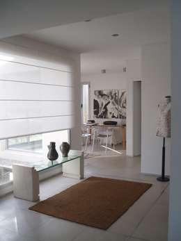 Casa AM Racionalista en Nordelta: Estudios y oficinas de estilo minimalista por Estudio Medan Arquitectos