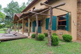 Casas de estilo rústico por Valquiria Leite Arquitetura e Urbanismo