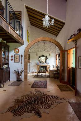 Livings de estilo rústico por Valquiria Leite Arquitetura e Urbanismo