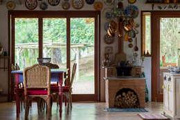 Comedores de estilo rústico por Valquiria Leite Arquitetura e Urbanismo